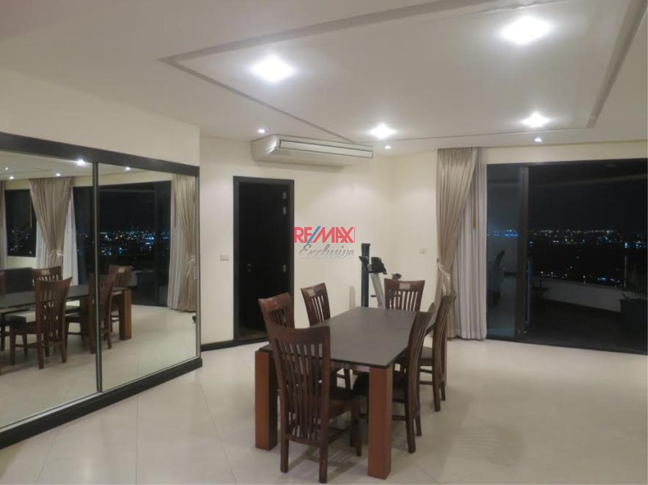 RE/MAX Exclusive Agency's Royal River Place Condo, 3 Bedrooms, 3 Bathrooms, Only For Sale 20,000,000 THB 4