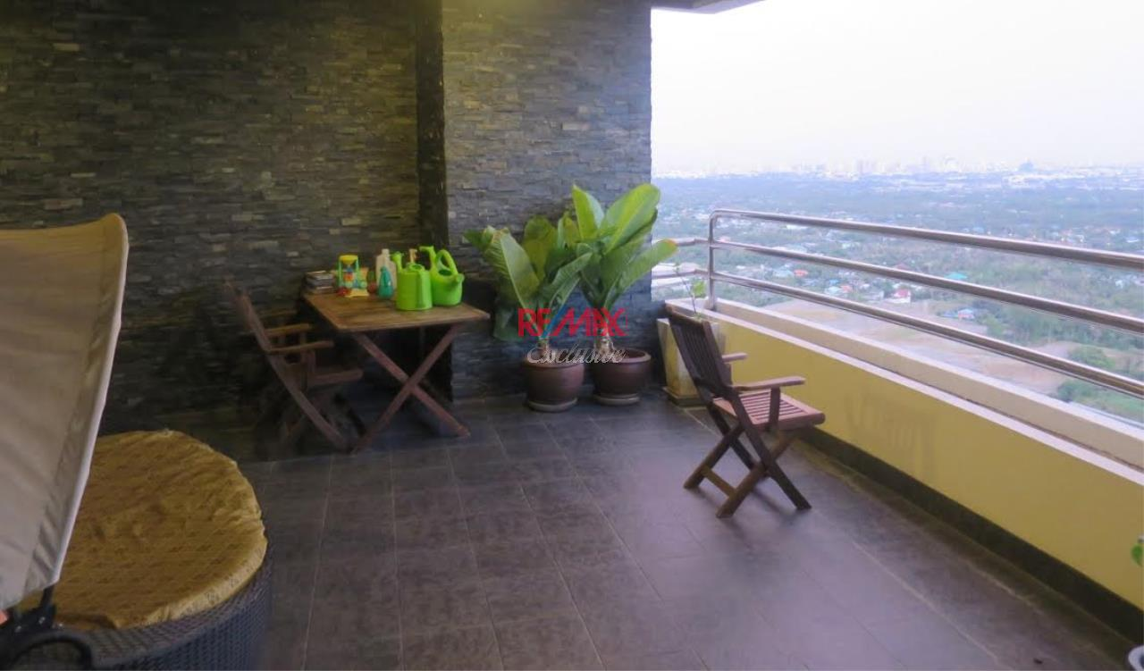 RE/MAX Exclusive Agency's Royal River Place Condo, 3 Bedrooms, 3 Bathrooms, Only For Sale 20,000,000 THB 14