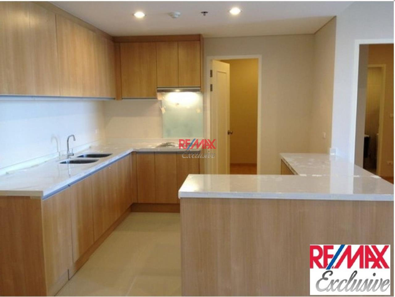 RE/MAX Exclusive Agency's Villa Asoke Penthouse With Scenic View, 5 Bedrooms, 200 Sqm, For Sale 31,300,000 THB 1