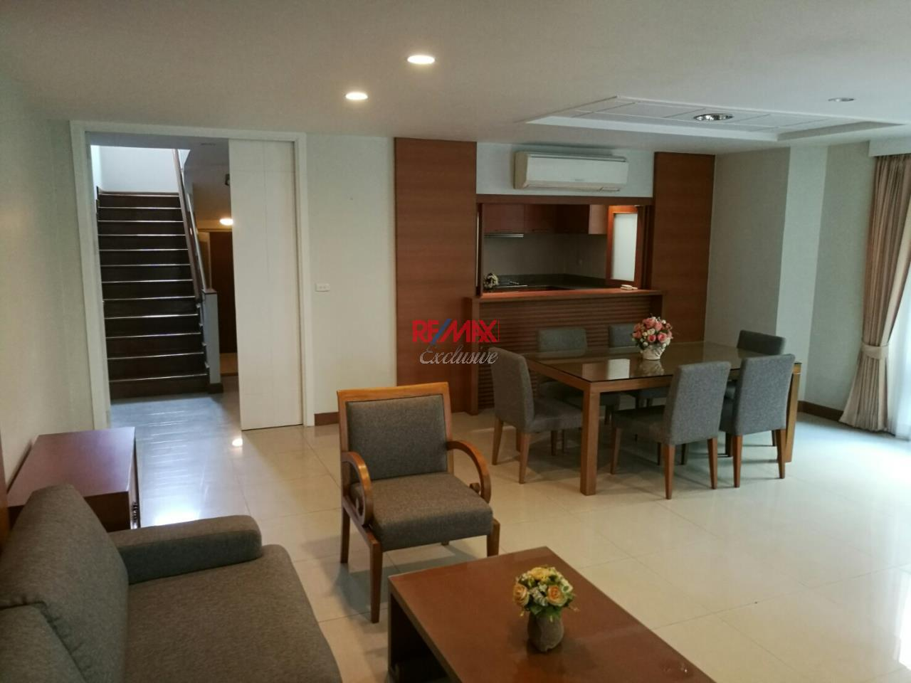 RE/MAX Exclusive Agency's Compound house, 300 sqm, 4 +1 bedrooms for rent in Ekkamai 22 1