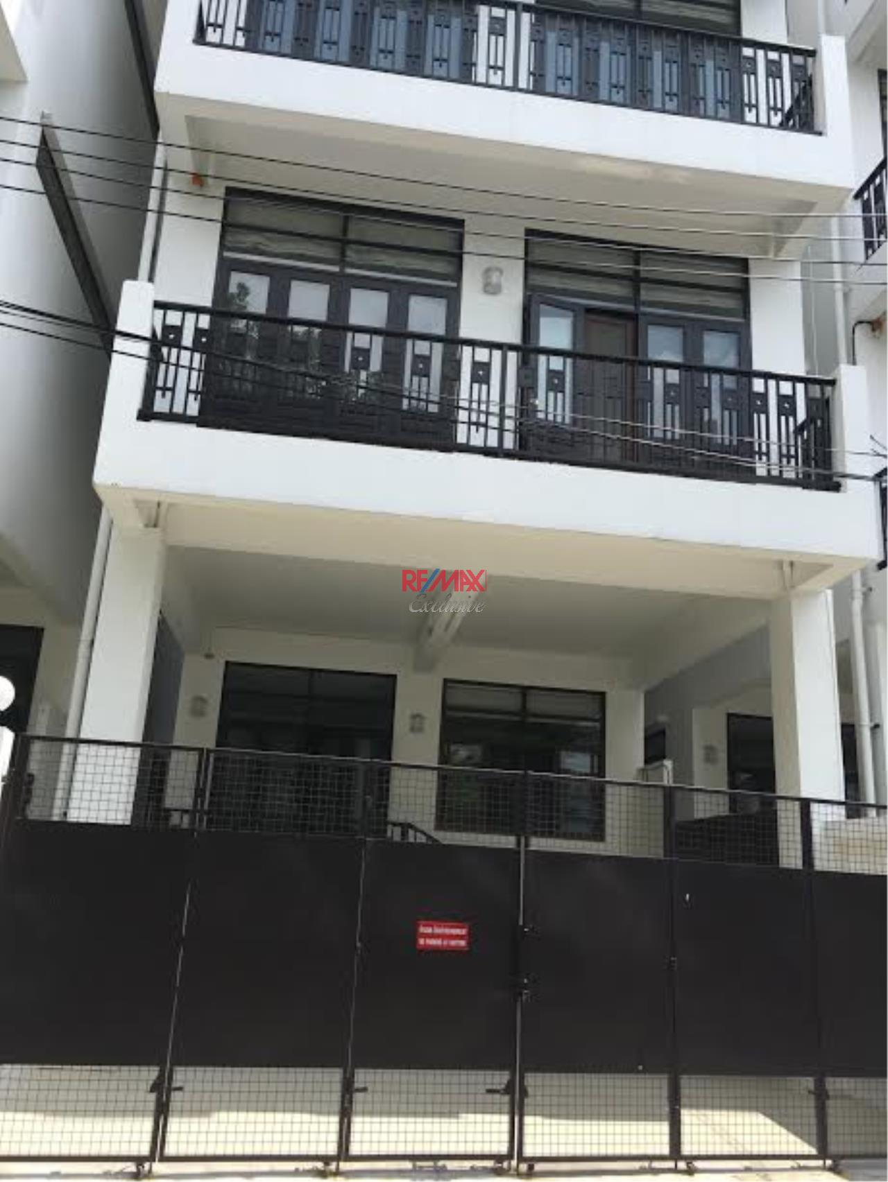 RE/MAX Exclusive Agency's  Townhouse in Sukhumvit 71, 3 Bedrooms, 5 Bathrooms, For Rent Only 70,000 THB 1