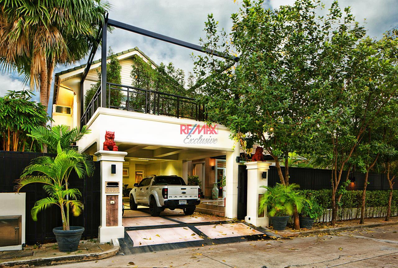 RE/MAX Exclusive Agency's Reduced Price 33,000,000 THB Ekamai-Ramintra House 1