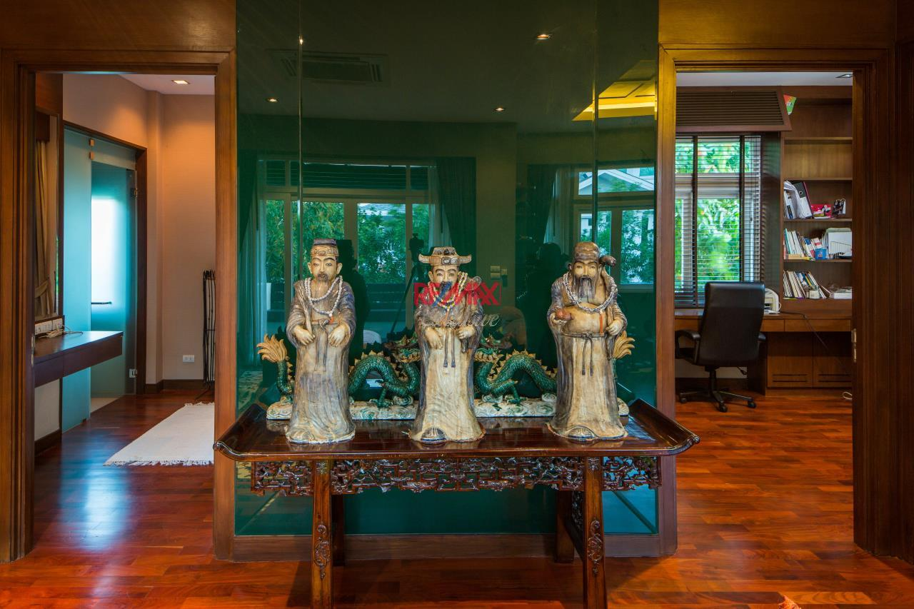RE/MAX Exclusive Agency's Reduced Price 33,000,000 THB Ekamai-Ramintra House 12