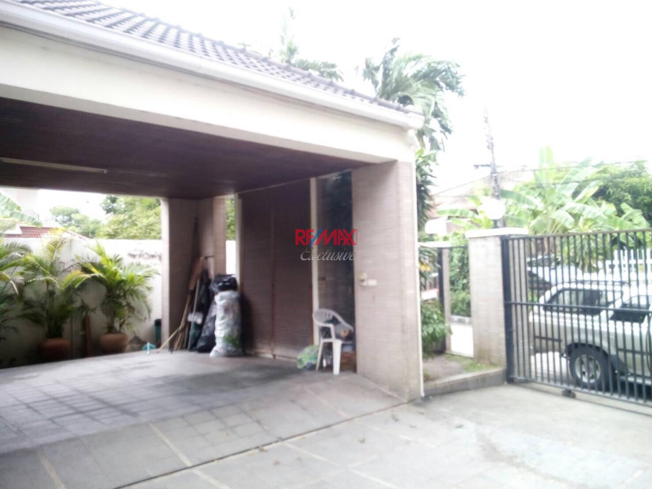 RE/MAX Exclusive Agency's Detached House 4 Bedrooms 200 Sq wah with Private Pool, For Rent 150,000 THB!! 26