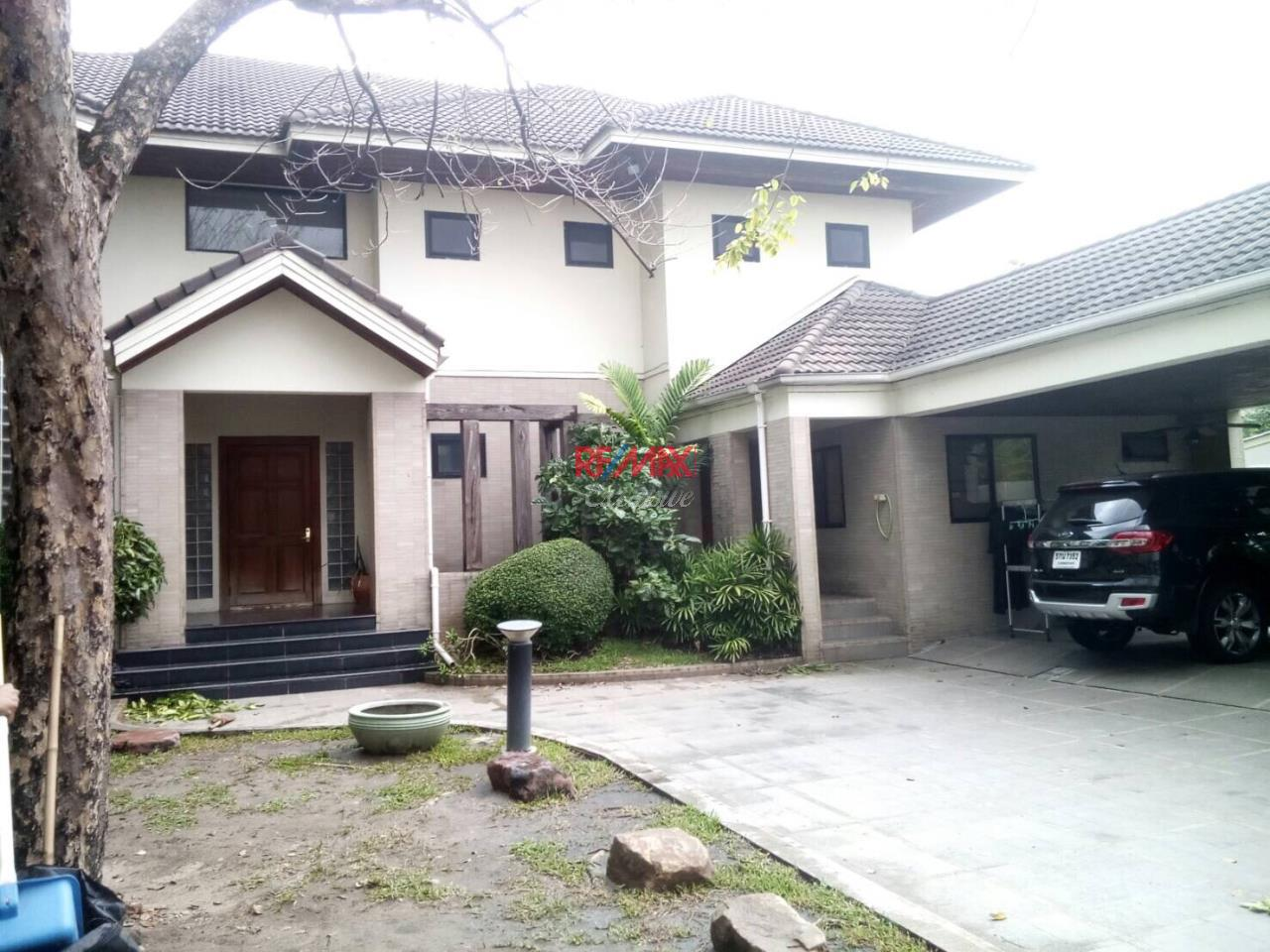 RE/MAX Exclusive Agency's Detached House 4 Bedrooms 200 Sq wah with Private Pool, For Rent 150,000 THB!! 1