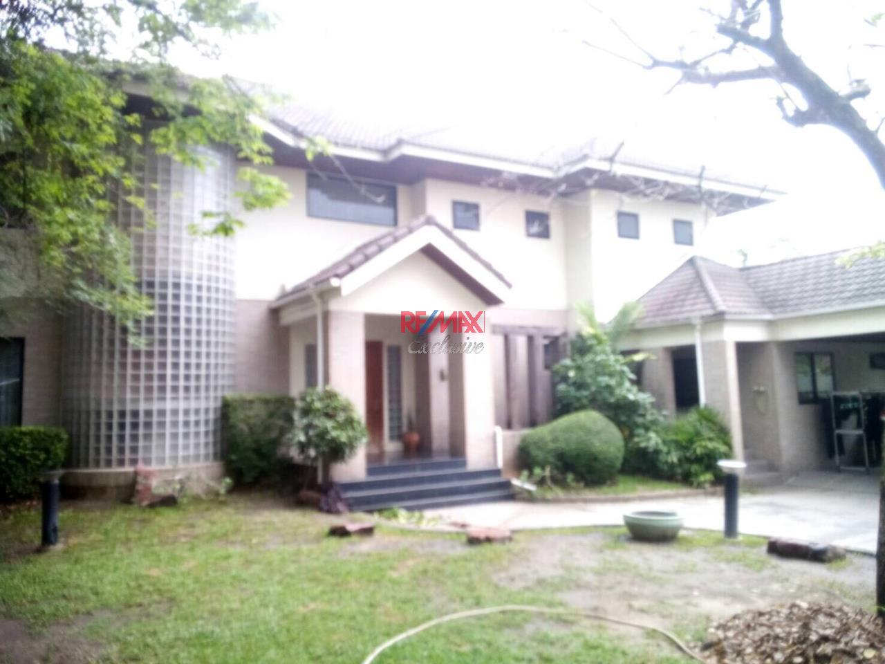 RE/MAX Exclusive Agency's Detached House 4 Bedrooms 200 Sq wah with Private Pool, For Rent 150,000 THB!! 2