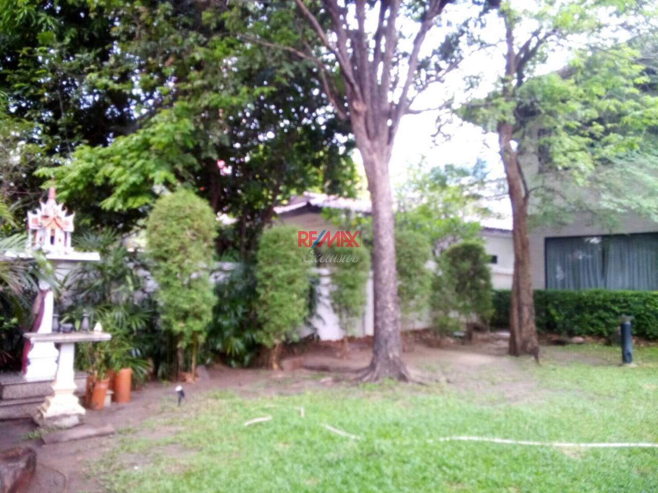 RE/MAX Exclusive Agency's Detached House 4 Bedrooms 200 Sq wah with Private Pool, For Rent 150,000 THB!! 28