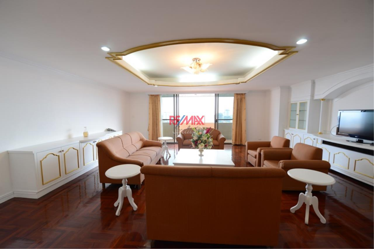 RE/MAX Exclusive Agency's Luxury 3 Bedrooms, 3 bathrooms For Rent 80,000 THB, For Sale 36,000,000 THB  2