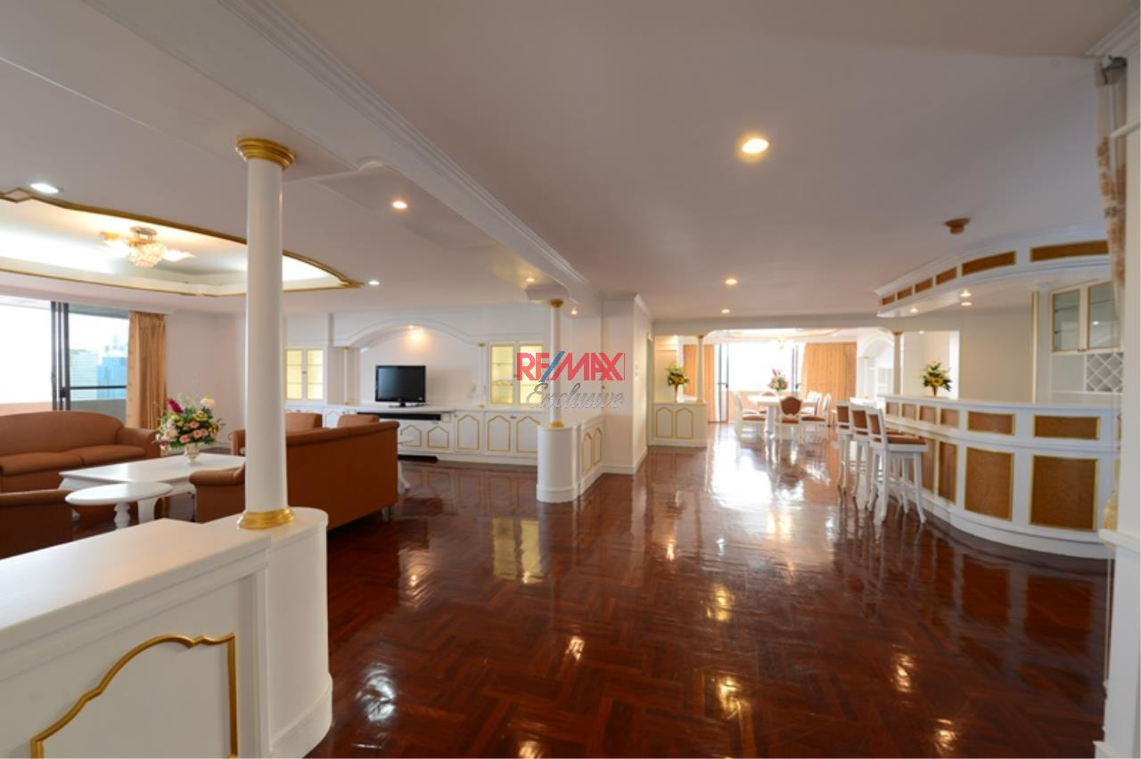 RE/MAX Exclusive Agency's Luxury 3 Bedrooms, 3 bathrooms For Rent 80,000 THB, For Sale 36,000,000 THB  4