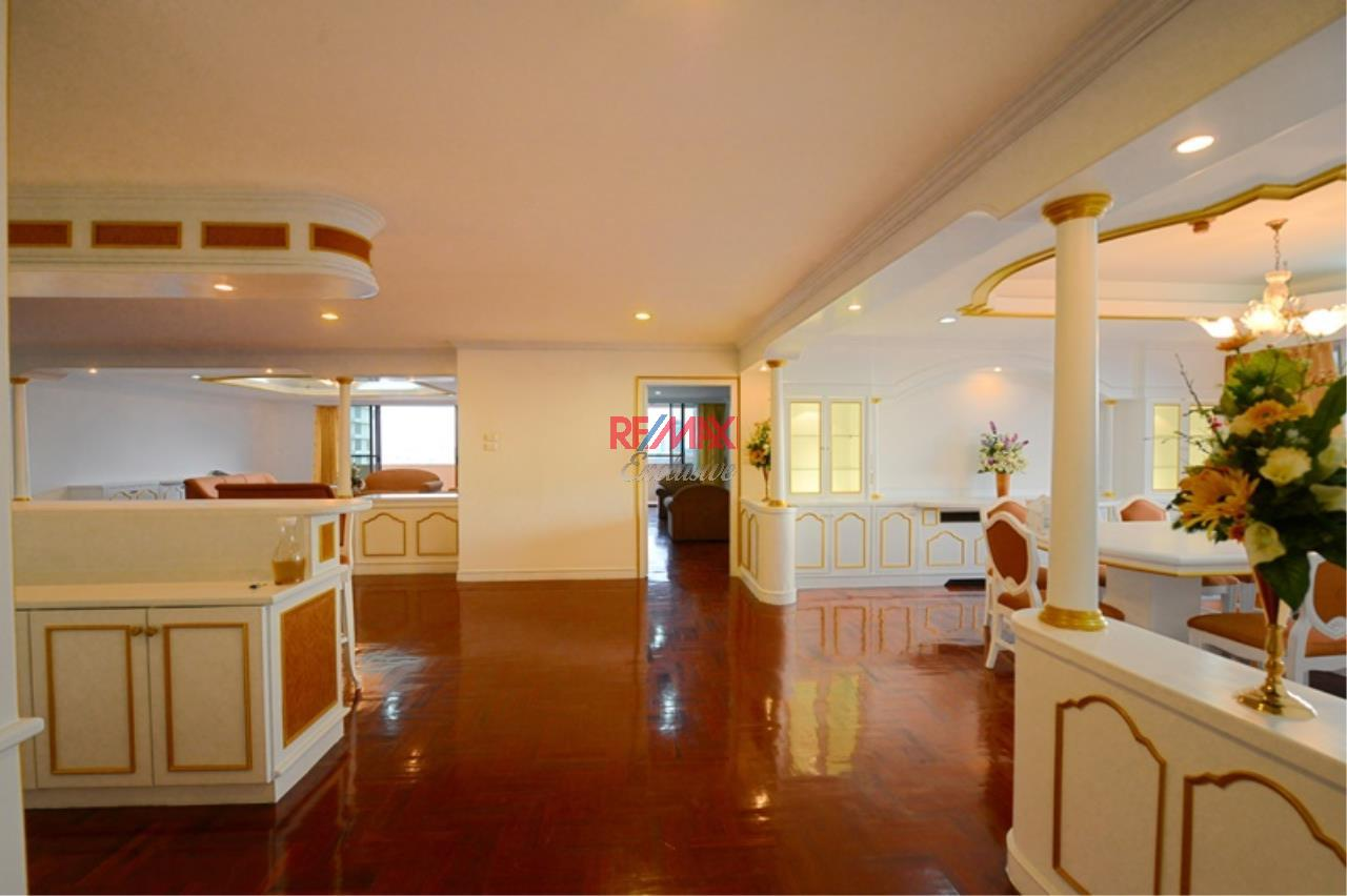 RE/MAX Exclusive Agency's Luxury 3 Bedrooms, 3 bathrooms For Rent 80,000 THB, For Sale 36,000,000 THB  6