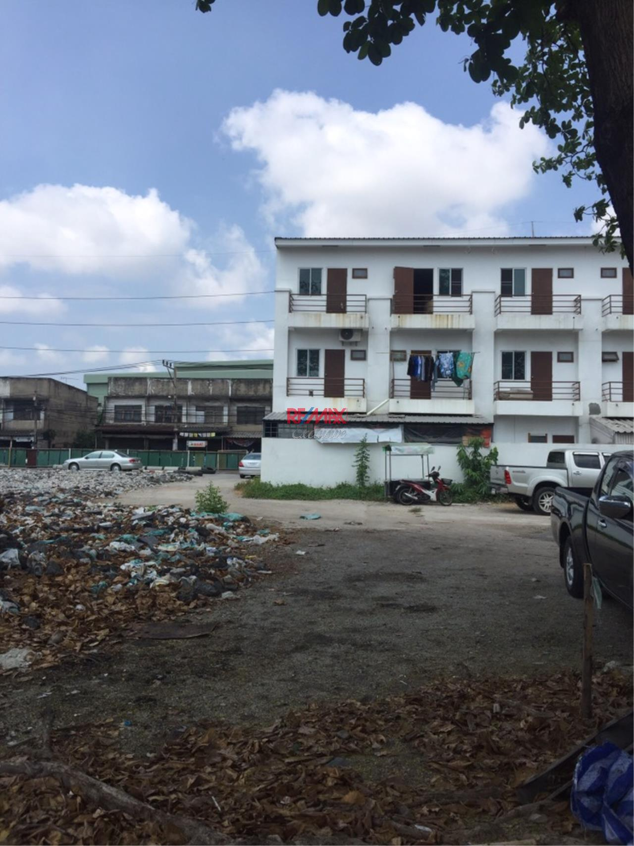 RE/MAX Exclusive Agency's Commercial Land for industry: Puchao SamingPrai: 2-2-30 Rais 2