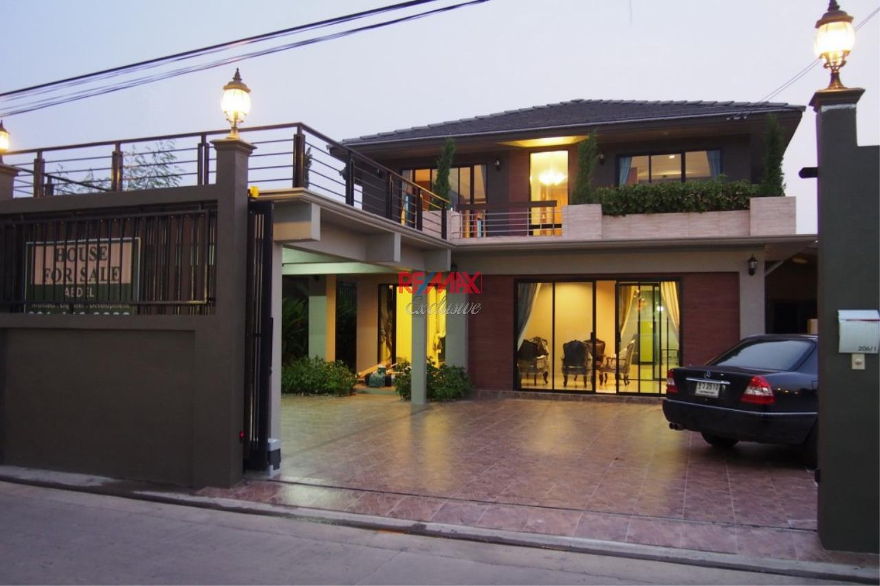 RE/MAX Exclusive Agency's Home Offce for Sale : Suan Siam  10