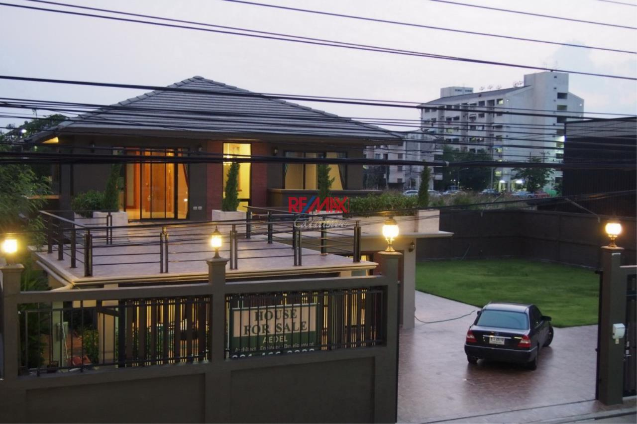 RE/MAX Exclusive Agency's Home Offce for Sale : Suan Siam  11