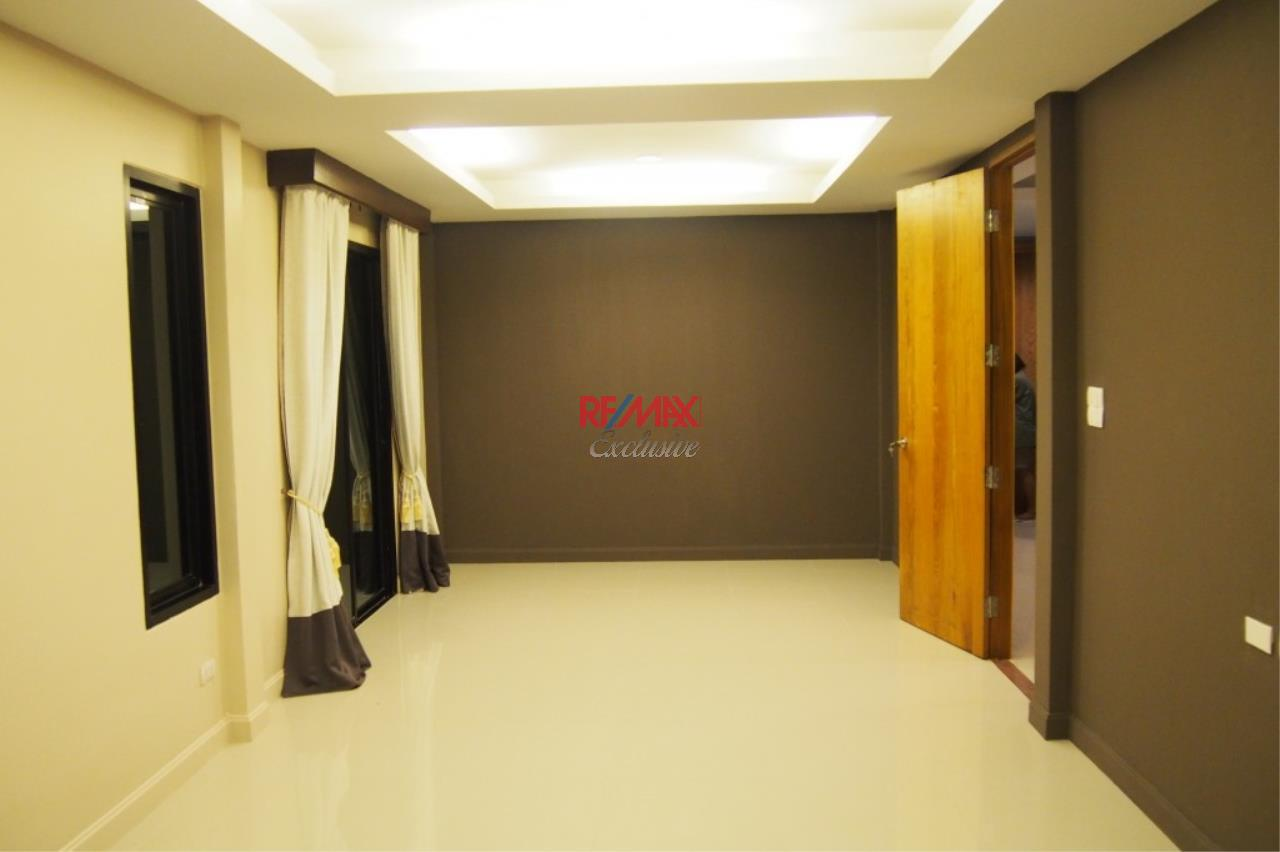 RE/MAX Exclusive Agency's Home Offce for Sale : Suan Siam  18