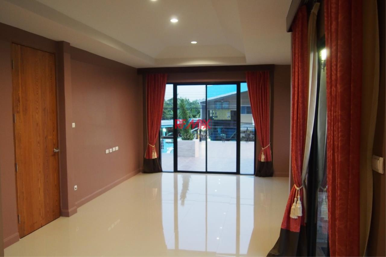 RE/MAX Exclusive Agency's Home Offce for Sale : Suan Siam  5