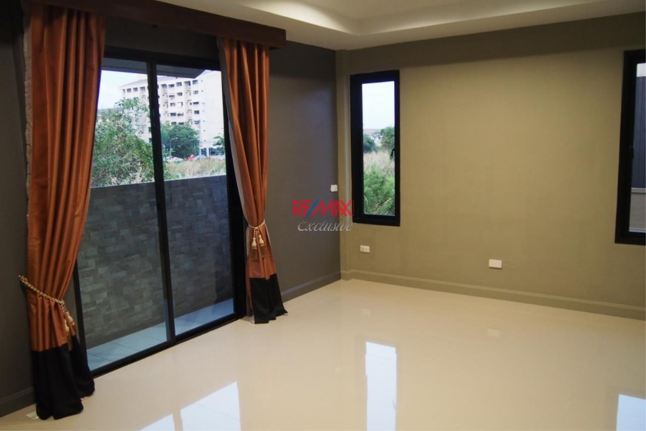 RE/MAX Exclusive Agency's Home Offce for Sale : Suan Siam  6