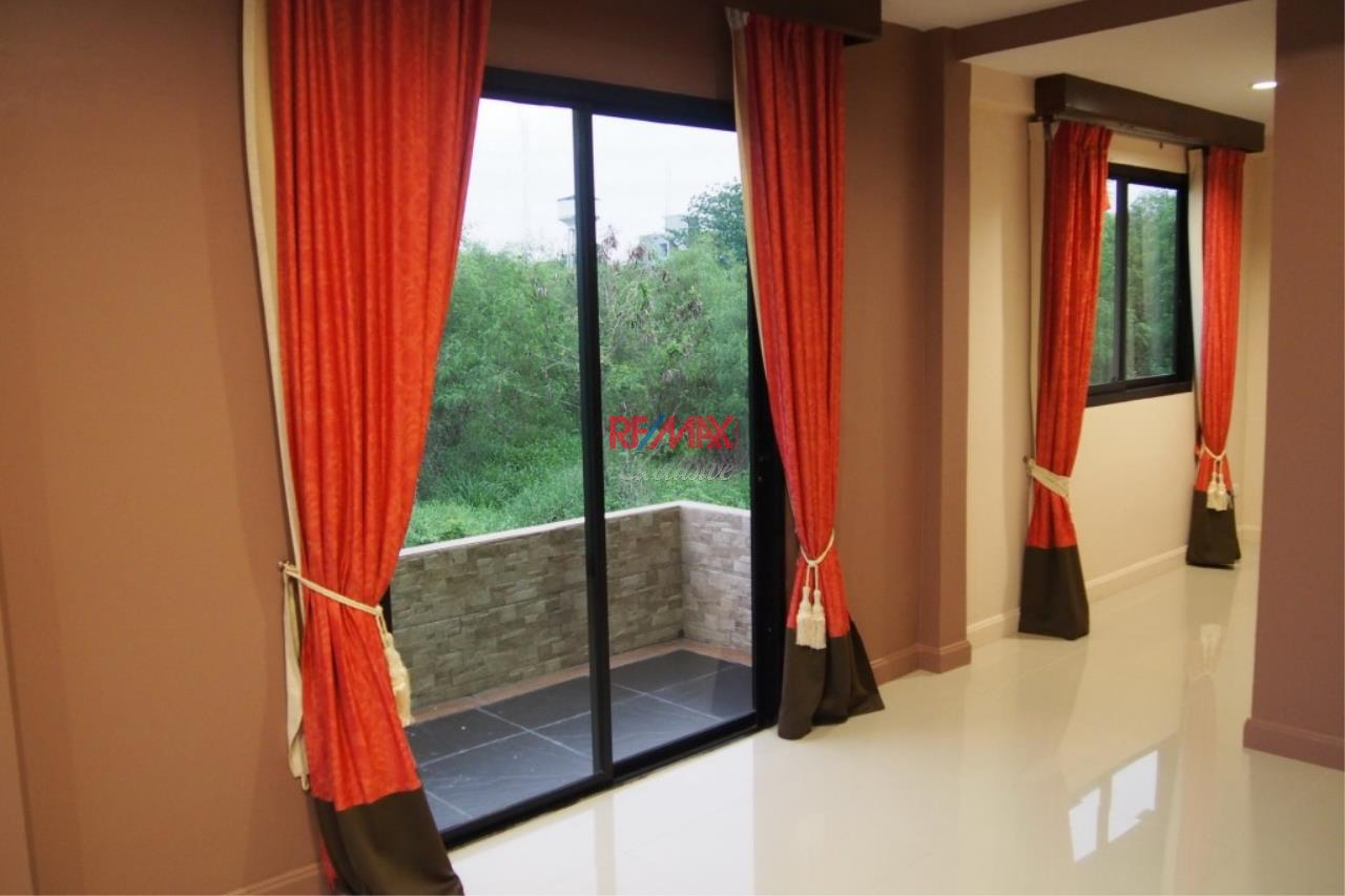 RE/MAX Exclusive Agency's Home Offce for Sale : Suan Siam  7