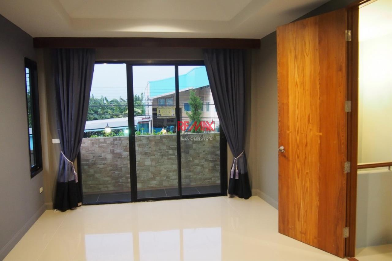 RE/MAX Exclusive Agency's Home Offce for Sale : Suan Siam  8