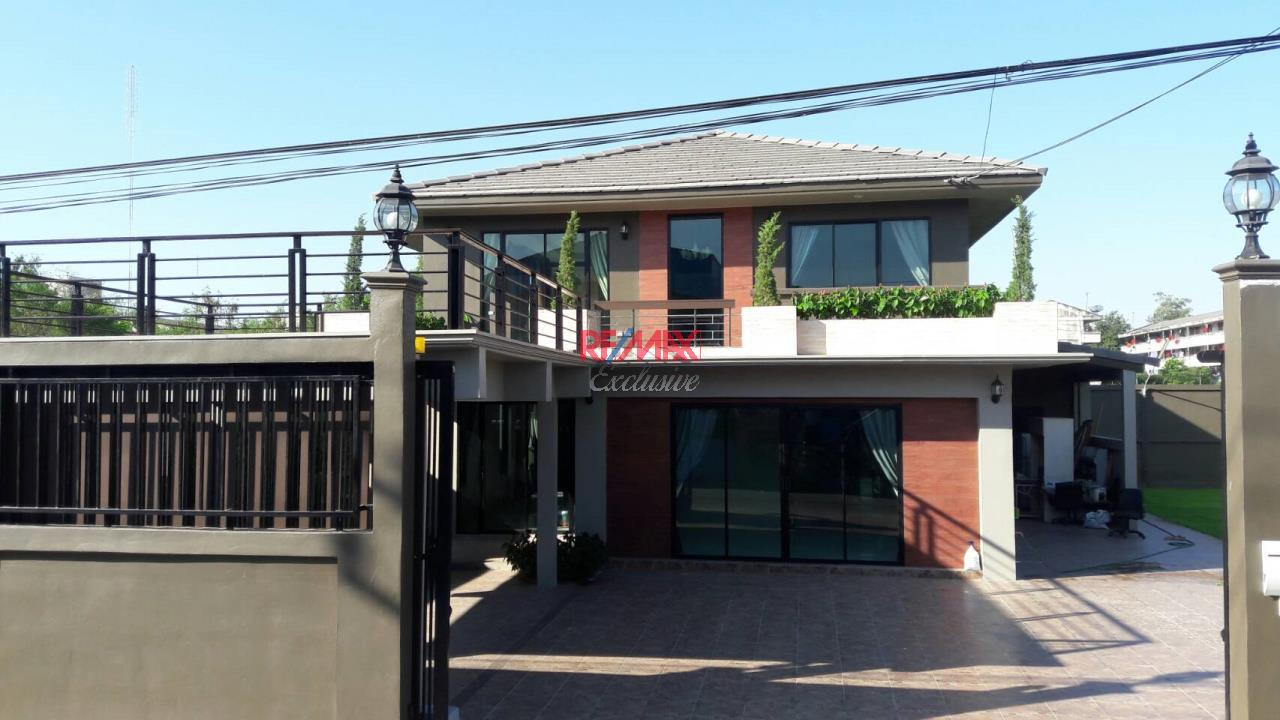 RE/MAX Exclusive Agency's Home Offce for Sale : Suan Siam  21
