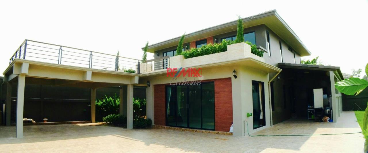 RE/MAX Exclusive Agency's Home Offce for Sale : Suan Siam  22