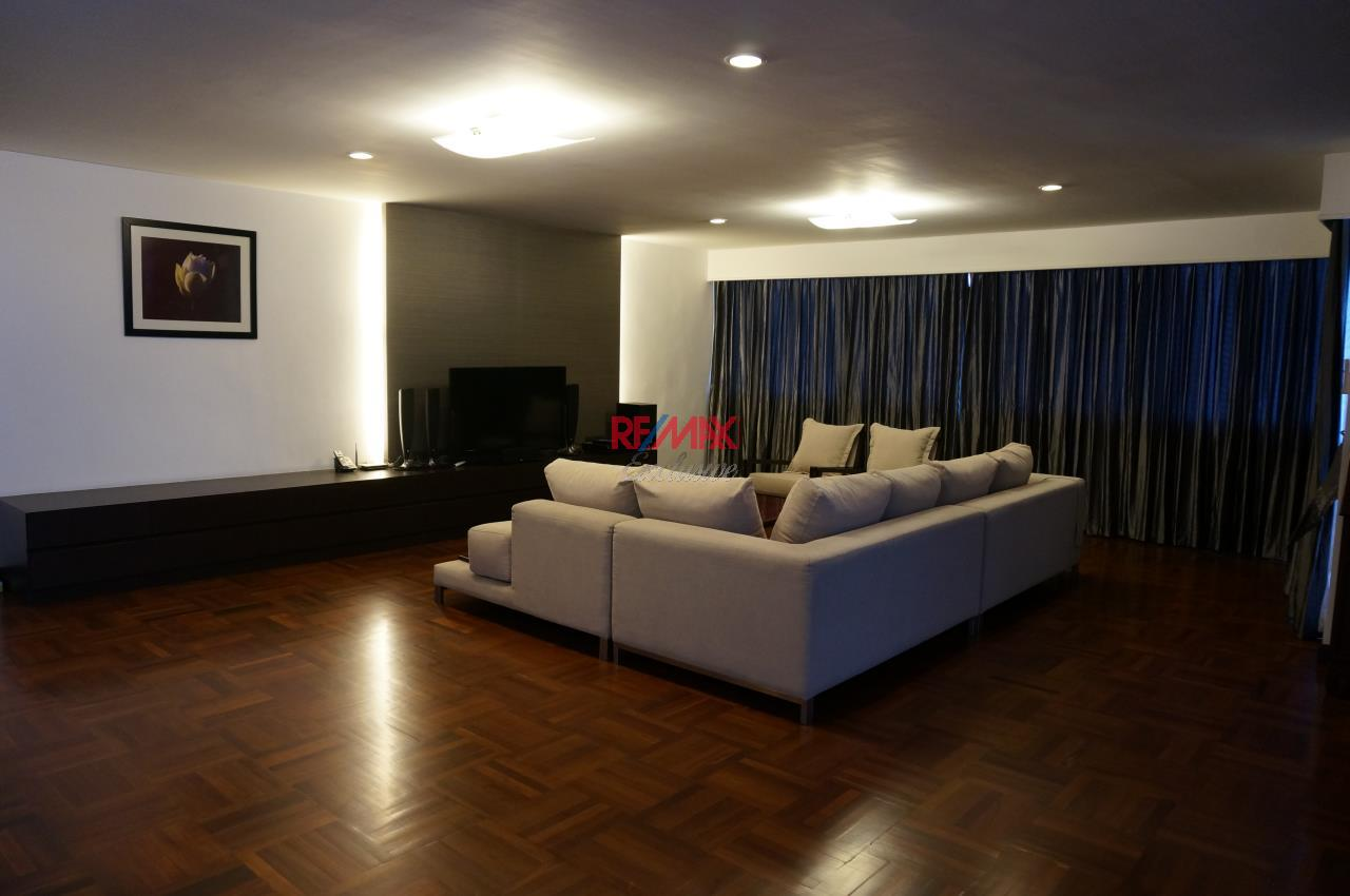 RE/MAX Exclusive Agency's Habitat Sukhumvit 53,  3 bedrooms High Floor 278 Sqm For Rent 2