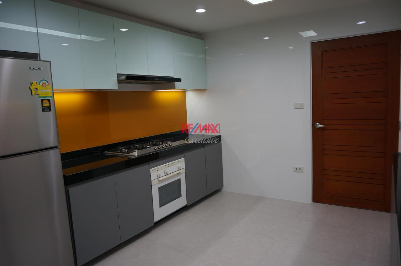RE/MAX Exclusive Agency's Habitat Sukhumvit 53,  3 bedrooms High Floor 278 Sqm For Rent 3