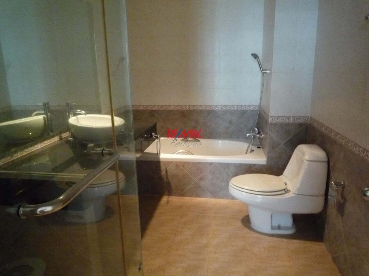 RE/MAX Exclusive Agency's Baan Klang Krung Thonglor 4 Bedrooms, 350 SQM., For Rent! 9