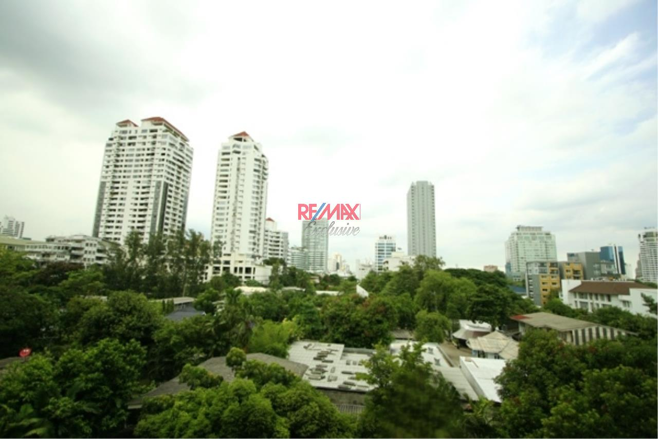 RE/MAX Exclusive Agency's 49 Plus 2 Condo 2 Bedrooms 81 Sqm For Sale 8,800,000 THB 10