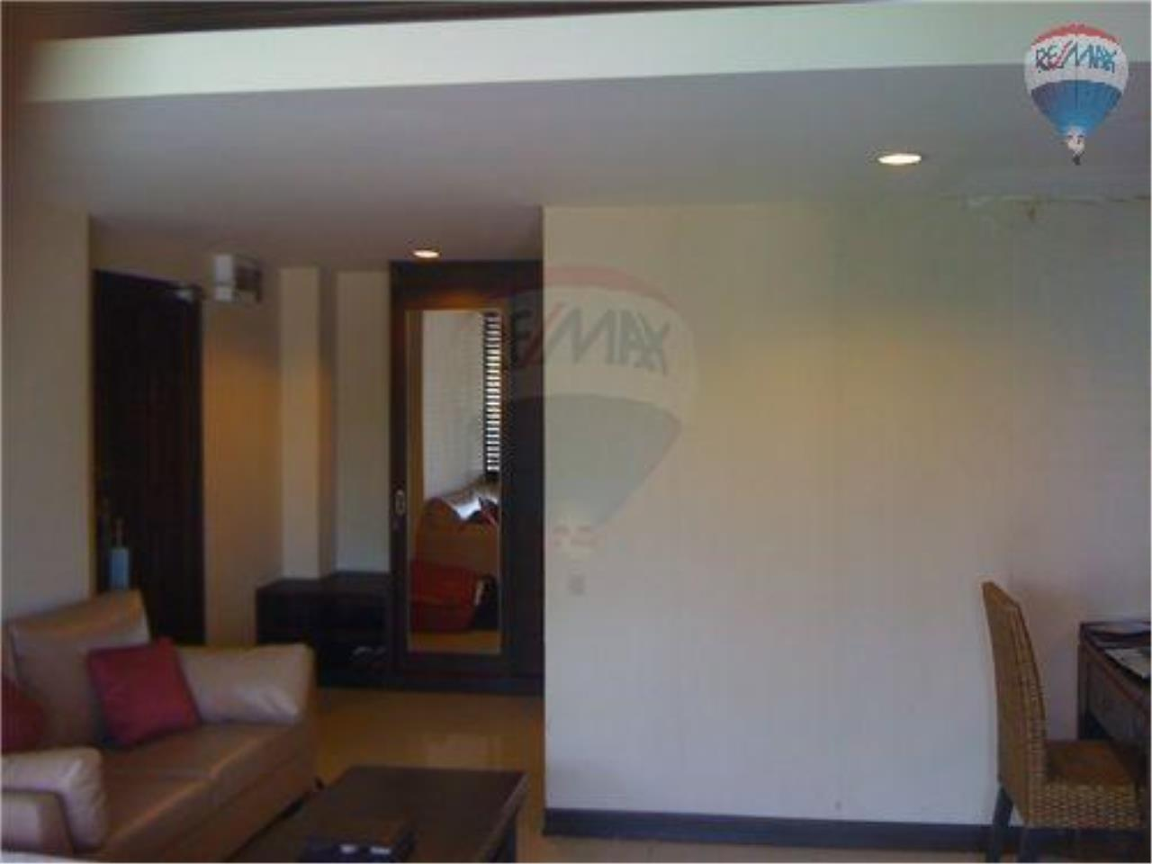 RE/MAX Beach Town Agency's Beach Front Condo/Studio at Puk Thien 10