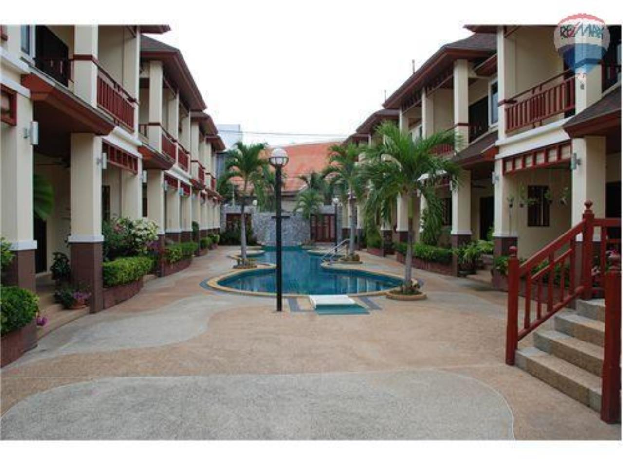 RE/MAX Beach Town Agency's  Stylish Townhouse 50m from Cha-Am Beach  1