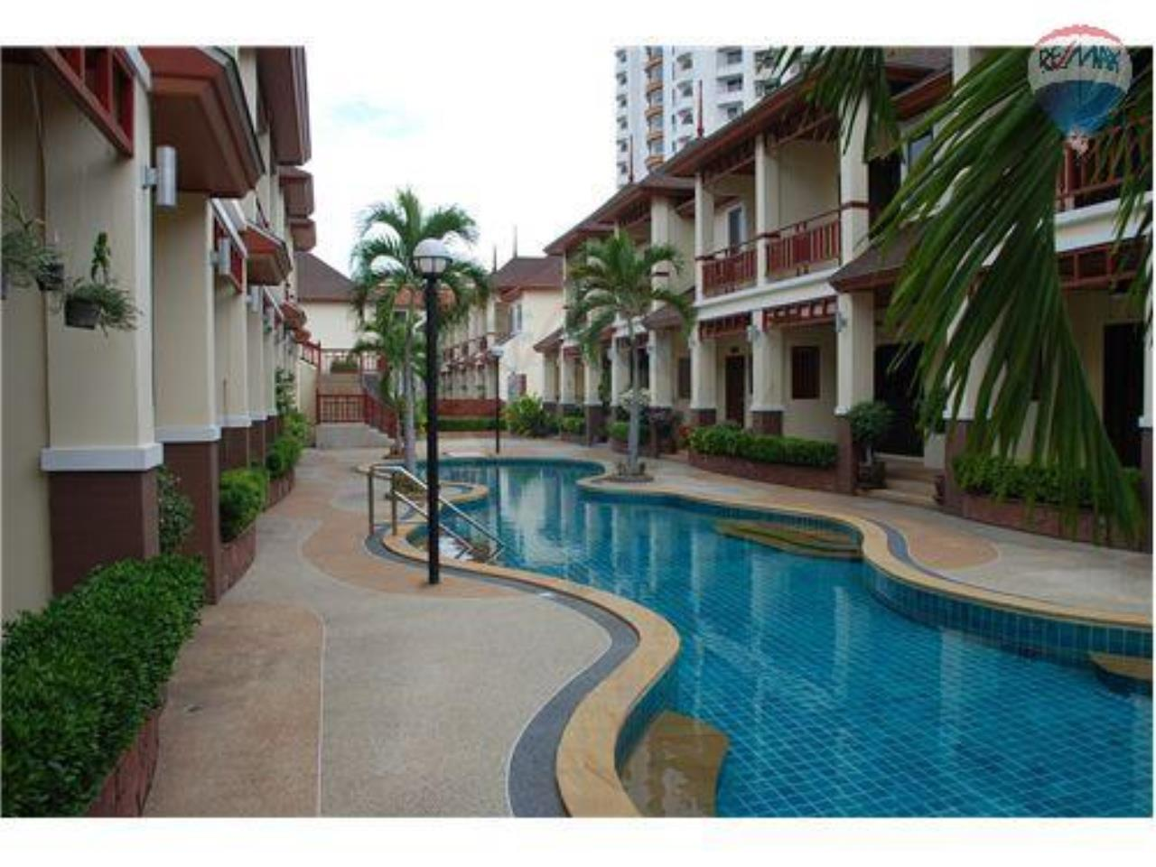 RE/MAX Beach Town Agency's  Stylish Townhouse 50m from Cha-Am Beach  14
