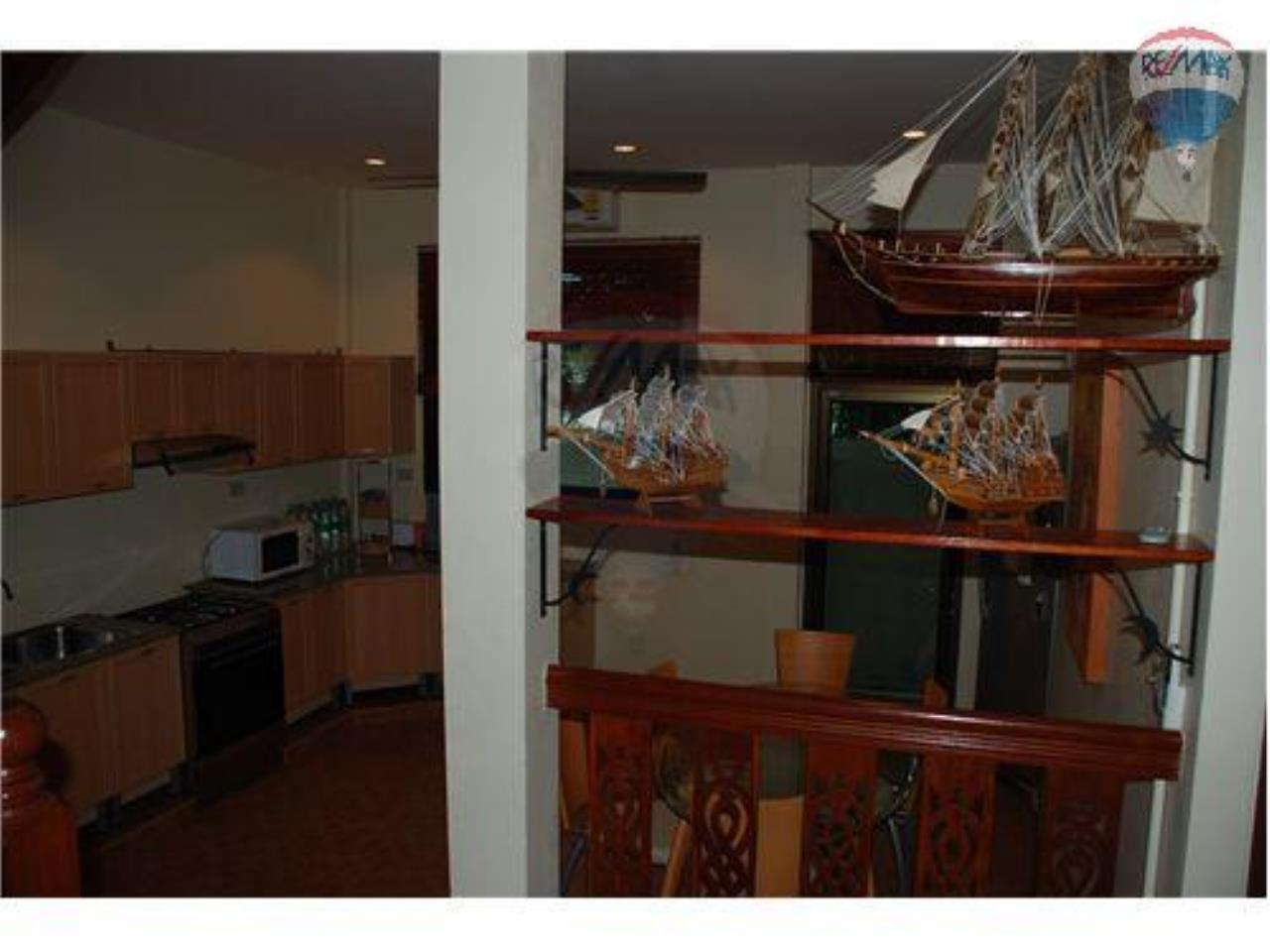 RE/MAX Beach Town Agency's  Stylish Townhouse 50m from Cha-Am Beach  6