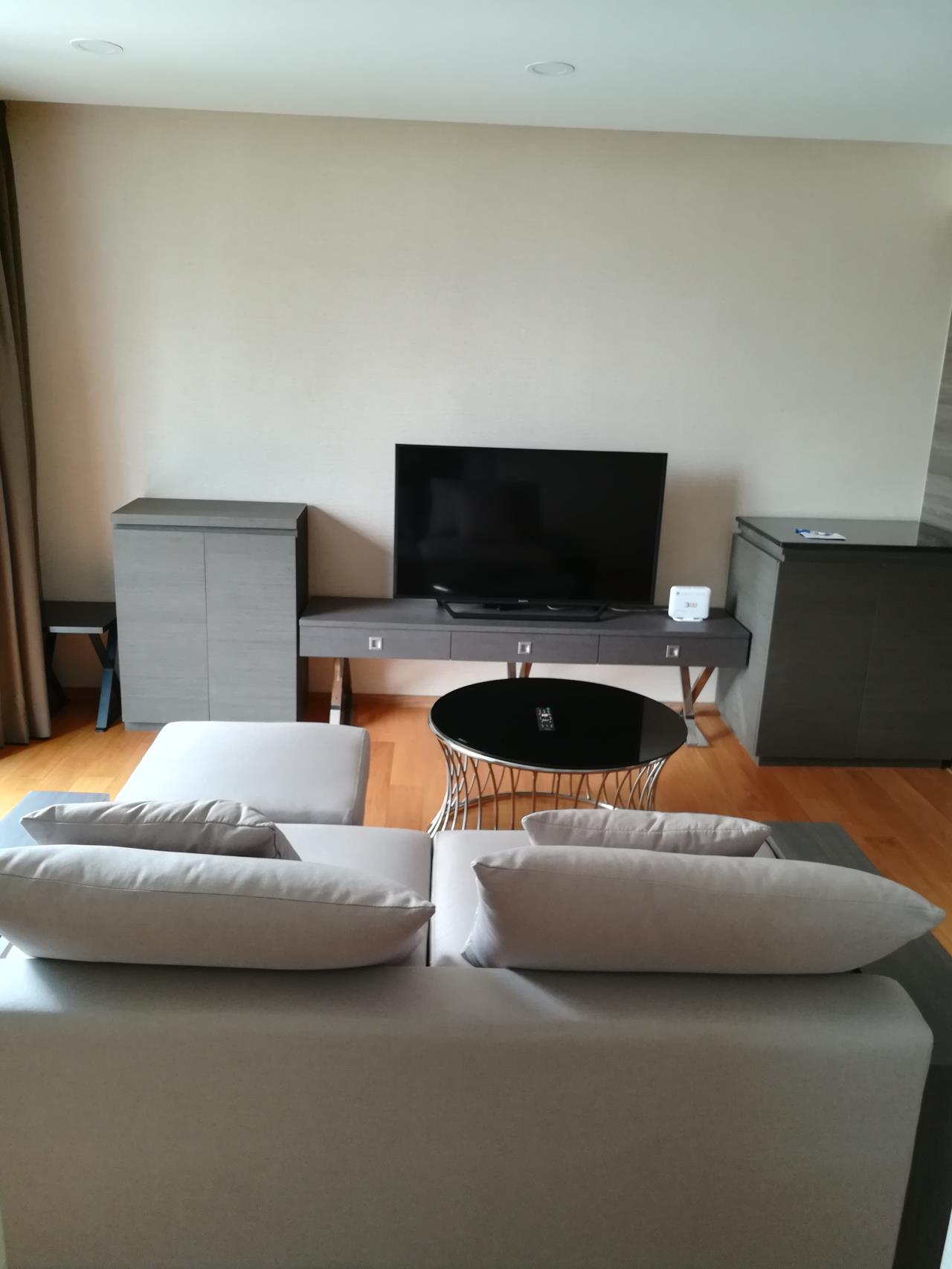 Professional One Service Agency's 2 bedroom condo for rent in Klass Langsuan 5