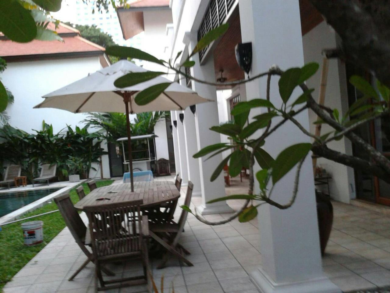 Professional One Service Agency's Detached house with private pool near BTS Asoke 3