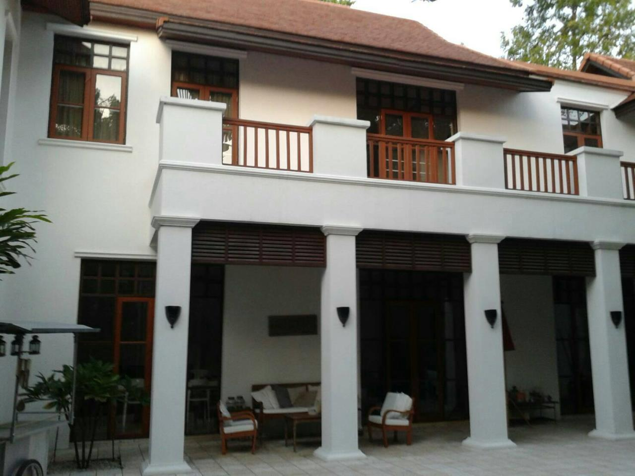 Professional One Service Agency's Detached house with private pool near BTS Asoke 1