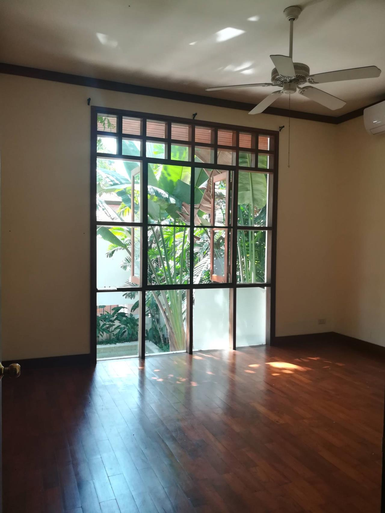 Professional One Service Agency's Detached house with private pool near BTS Asoke 4
