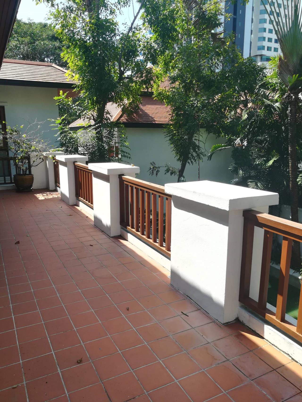 Professional One Service Agency's Detached house with private pool near BTS Asoke 6