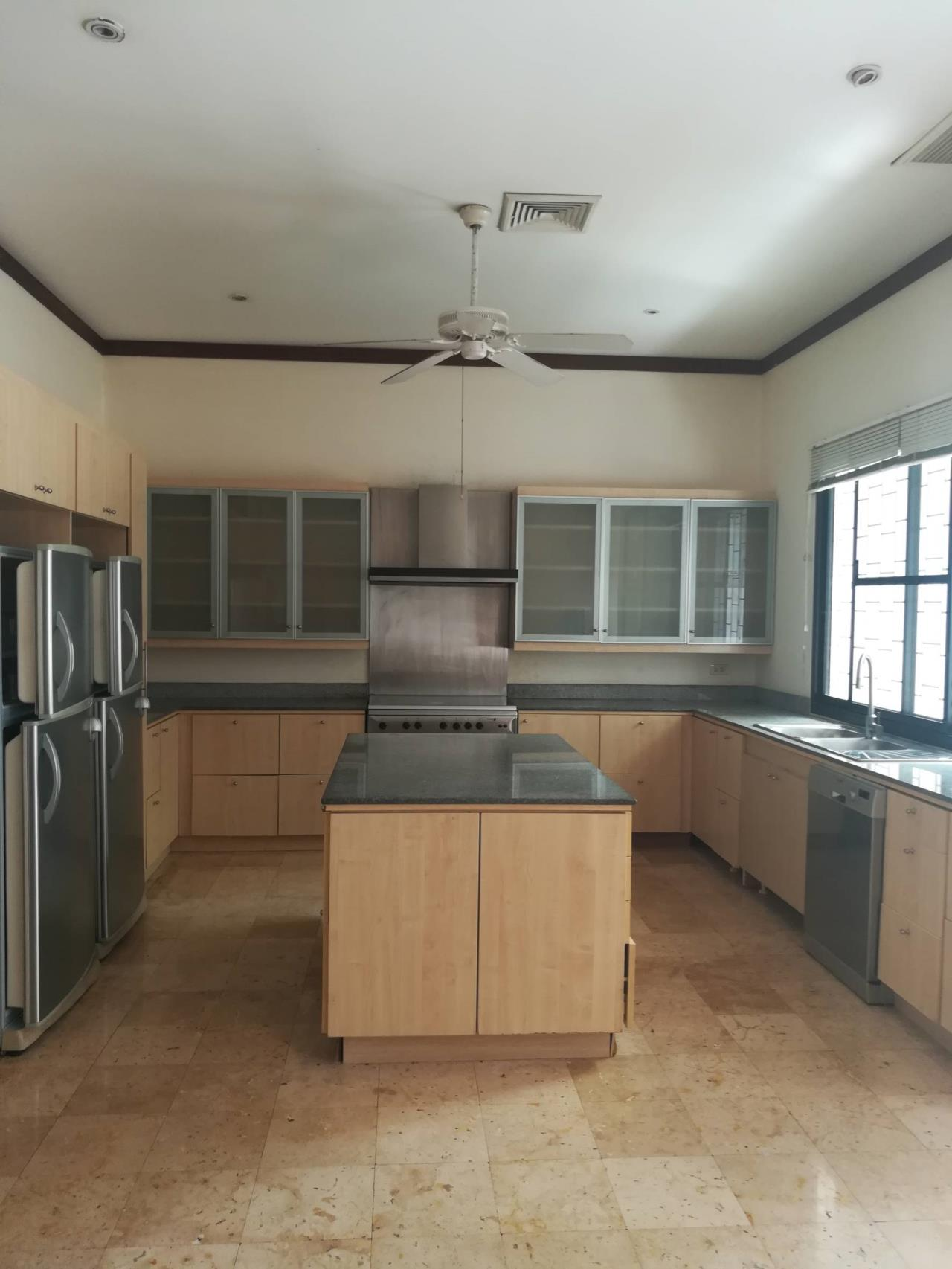 Professional One Service Agency's Detached house with private pool near BTS Asoke 5
