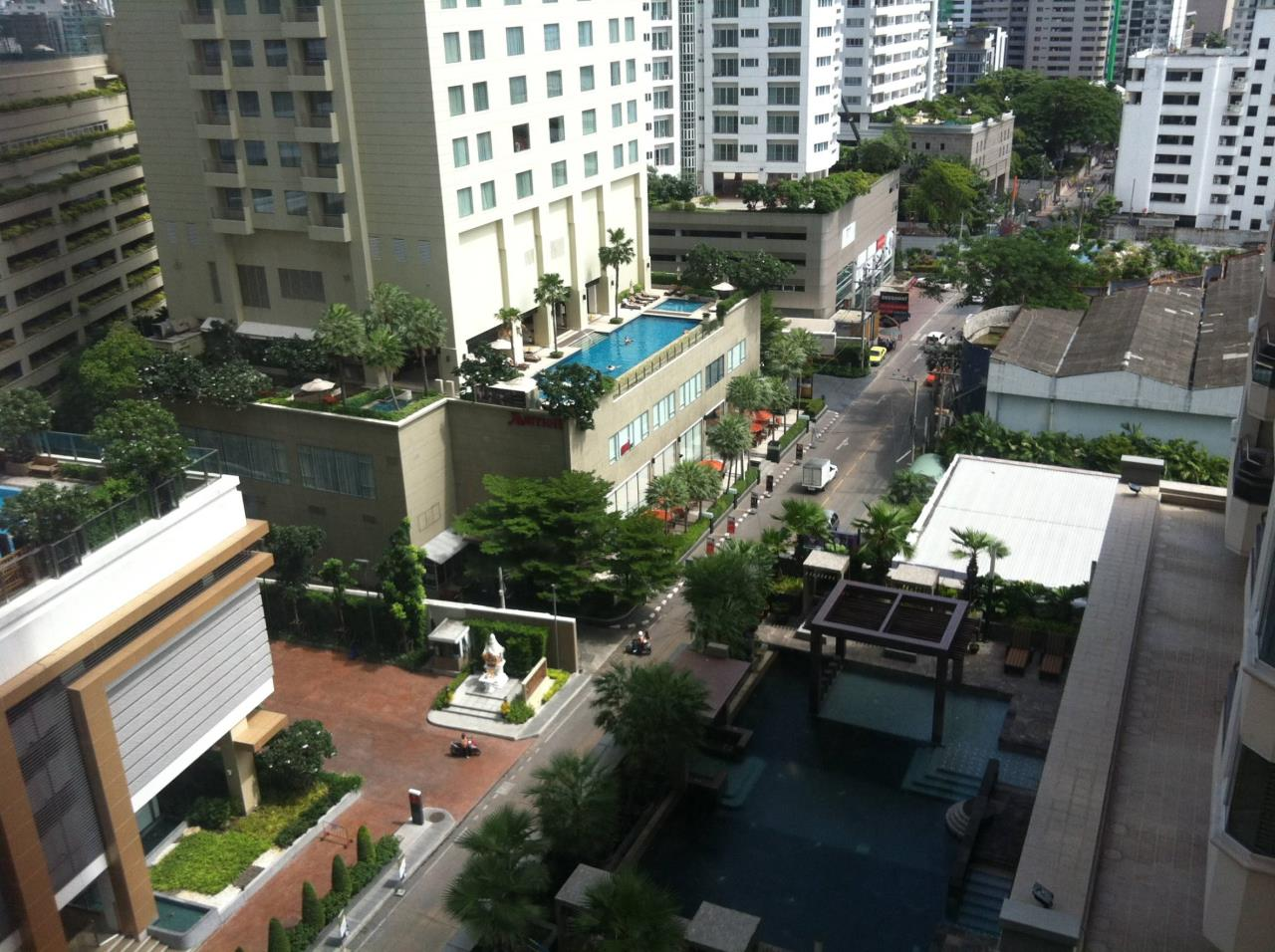 Professional One Service Agency's 3 bedroom at The Emporio Place BTS Phrompong 4
