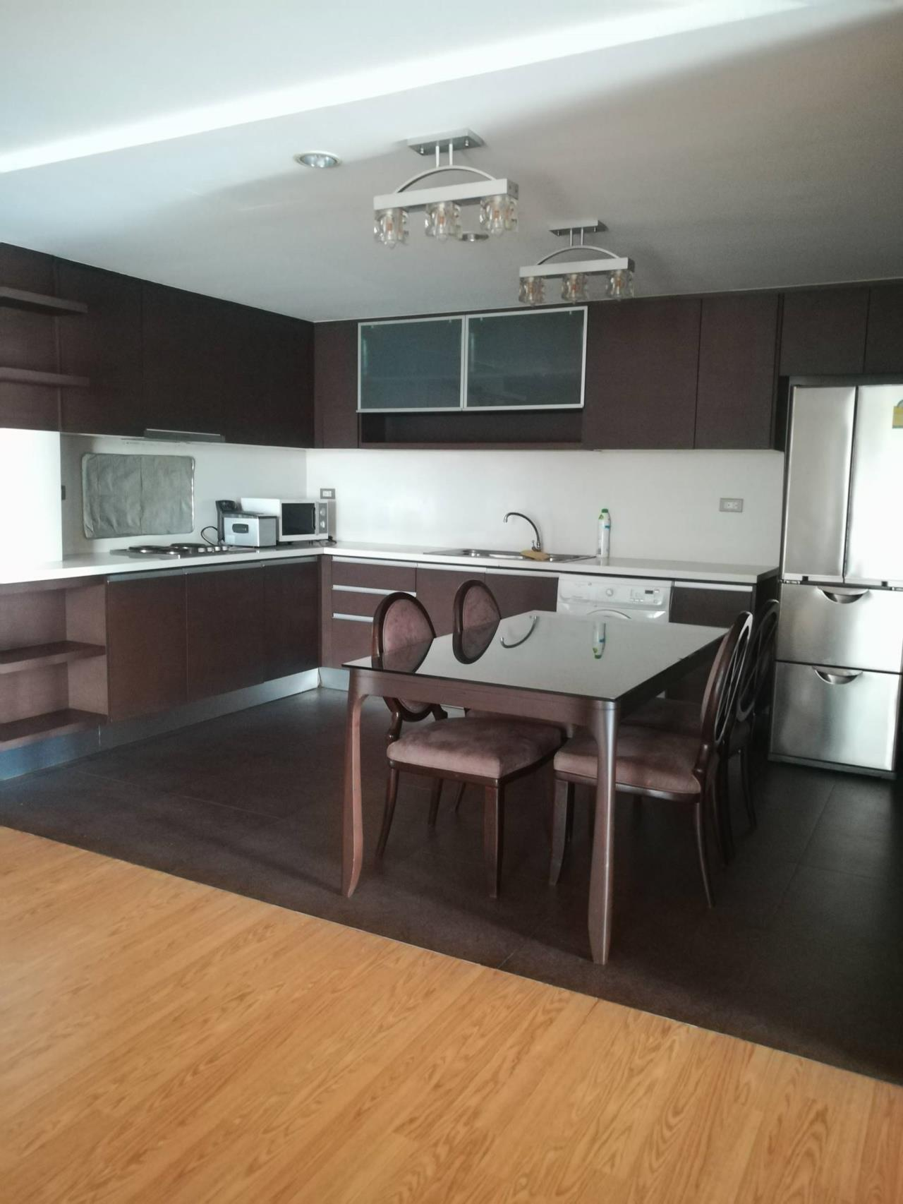 Professional One Service Agency's Beautiful 3 bedroom condo 120 sq.m BTS Thonglo 1