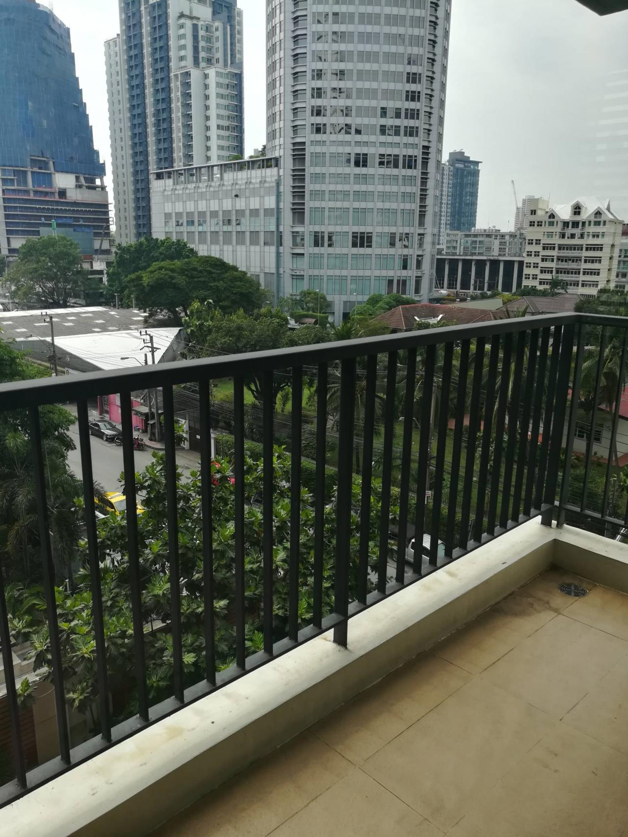 Professional One Service Agency's Beautiful 3 bedroom condo 120 sq.m BTS Thonglo 4