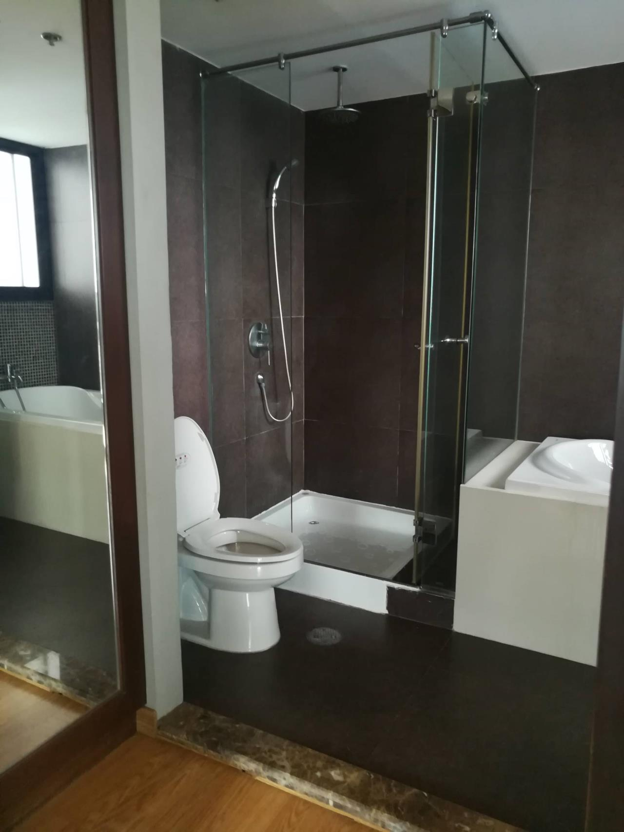 Professional One Service Agency's Beautiful 3 bedroom condo 120 sq.m BTS Thonglo 5