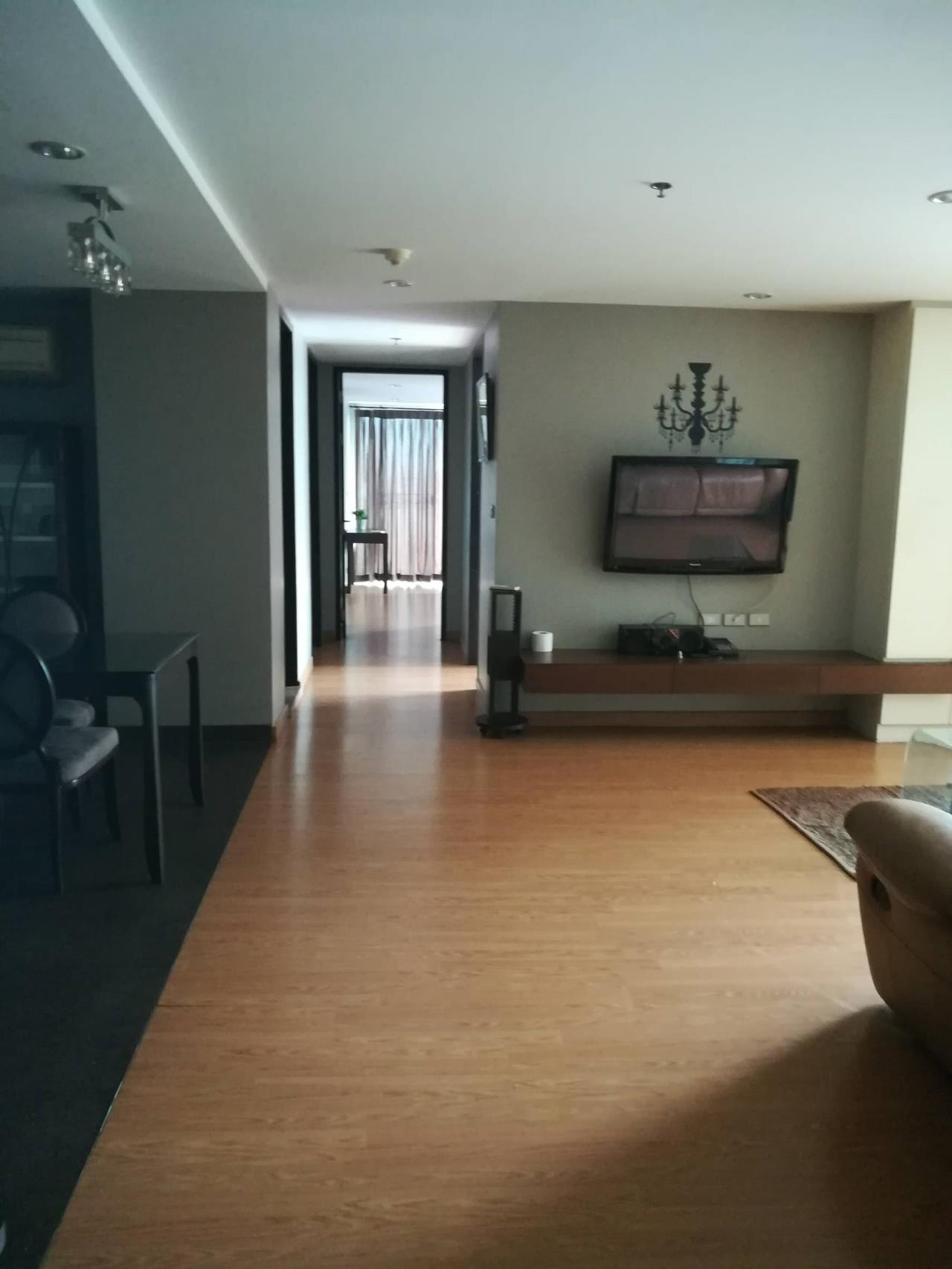 Professional One Service Agency's Beautiful 3 bedroom condo 120 sq.m BTS Thonglo 2