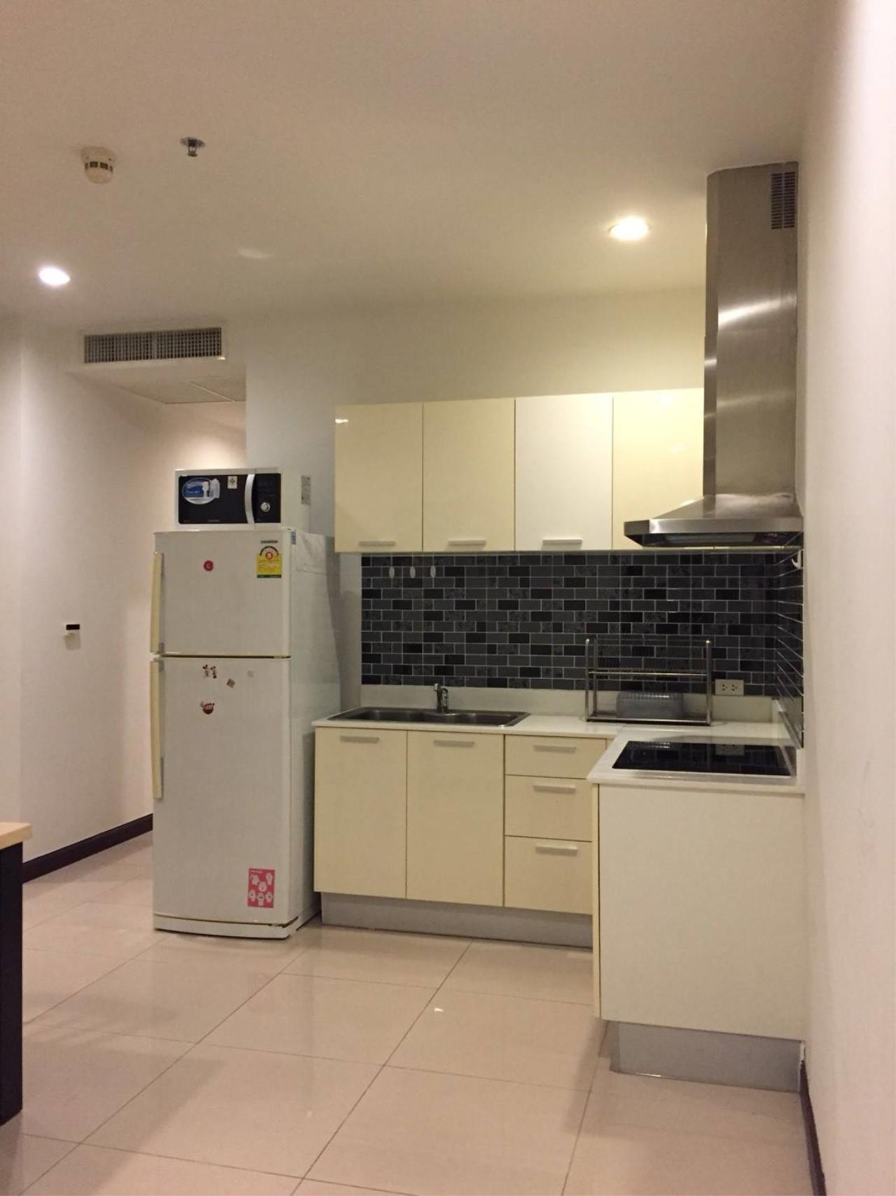 Professional One Service Agency's 2 bedroom condo Sukhumvit 11 3