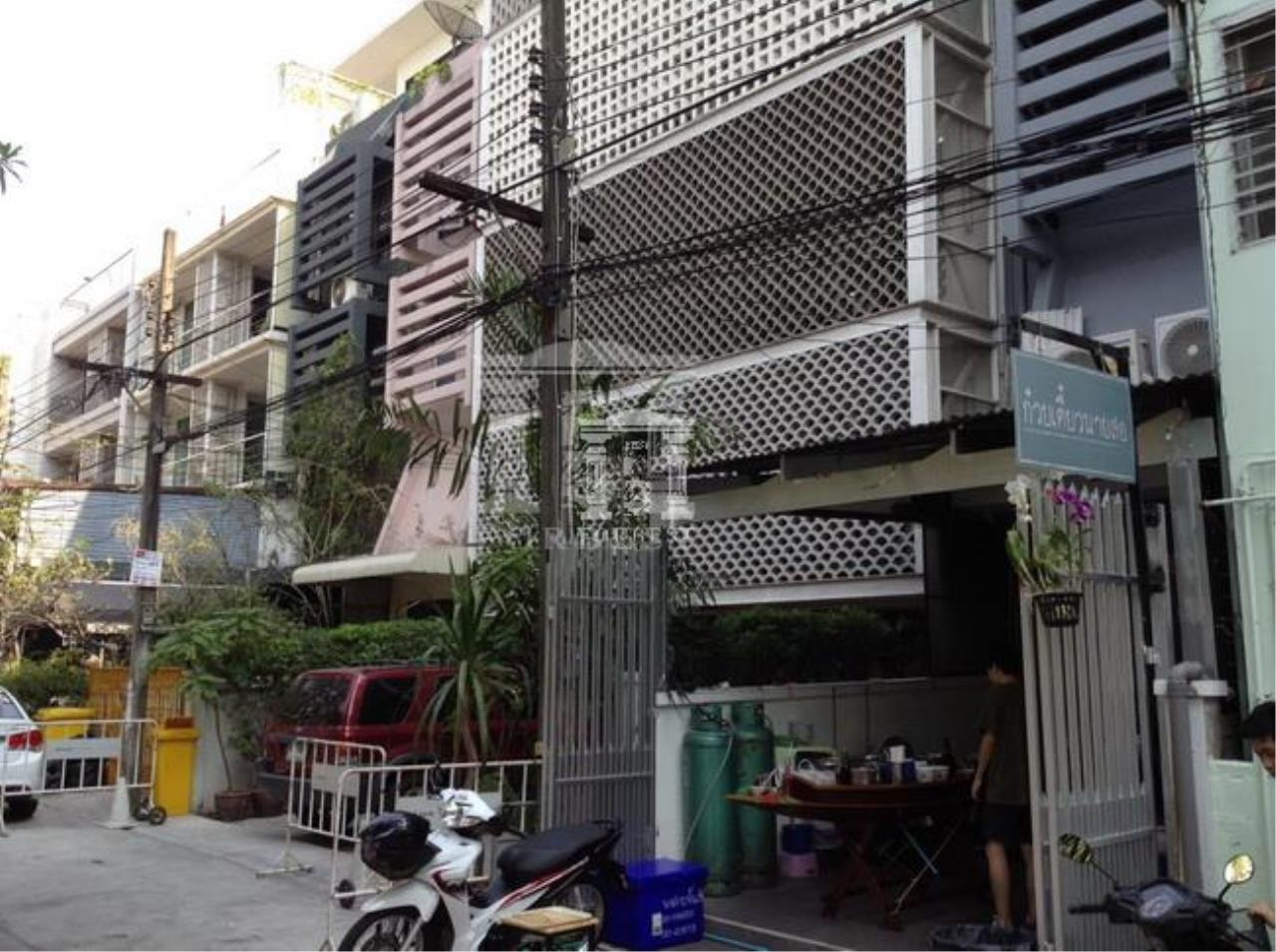 37176 -For Rent Home Office  6 stories Sukhumvit Rd. 37 sq.w.