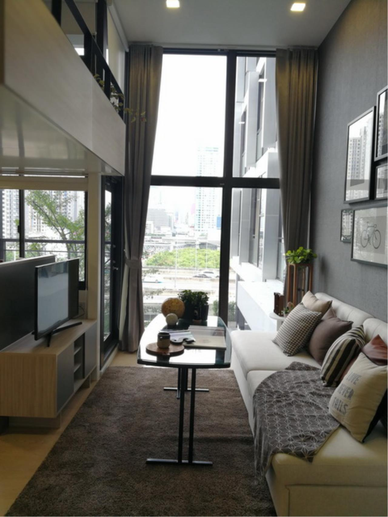 37935 - For Rent Chewathai Residence Asoke Road. Duplex room 35.55 sq.m.