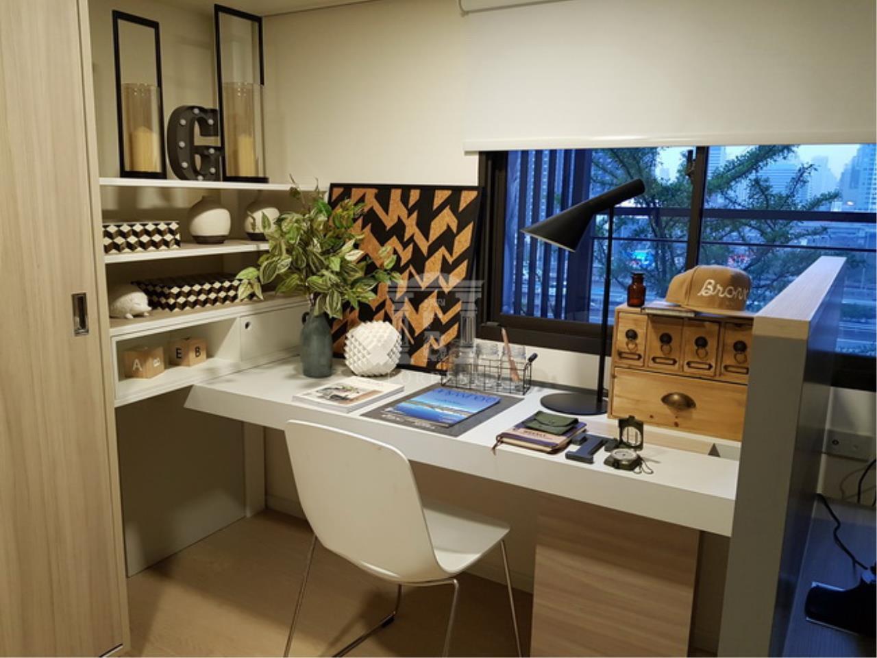 37937 - Chewathai Residence Asoke Road. Duplex room 35.55 sq.m.