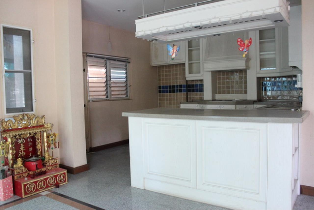 Forbest Properties Agency's 38969 - Single House  for sale on Wararom Phetkasem 81, 85 sq.w. 3