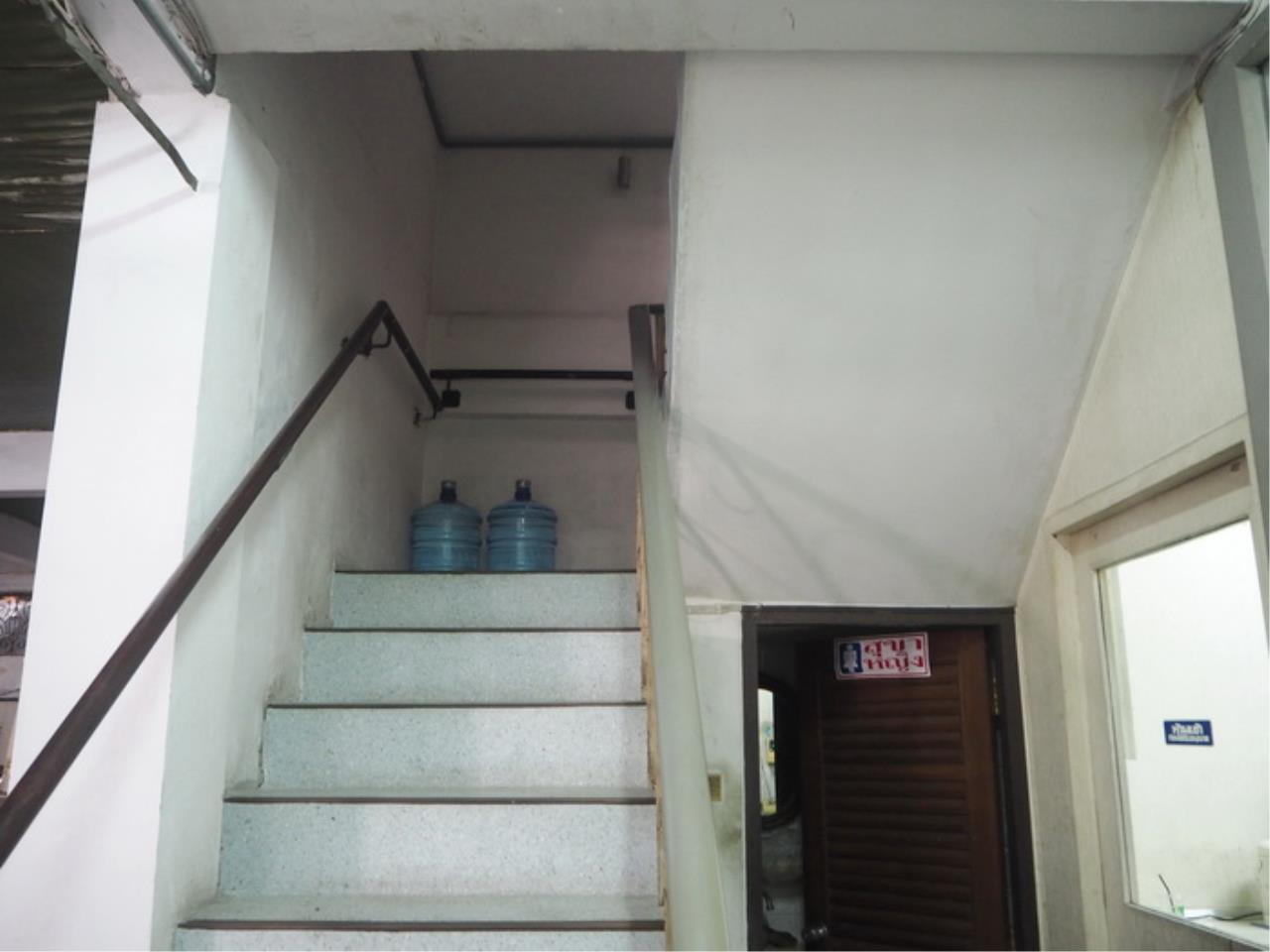 Forbest Properties Agency's 39011 - Commercial Building 4 stories On Si Phraya Road. 49 sq.w. 16
