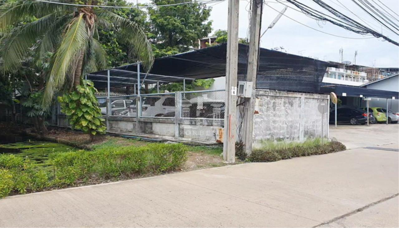Forbest Properties Agency's 39943 Land for rent Onnut 17/1, entrance 6 m. Suitable for building warehouses, houses. 4